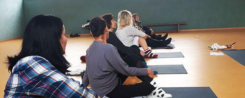 Bewegung und Yoga (wöchentlich)