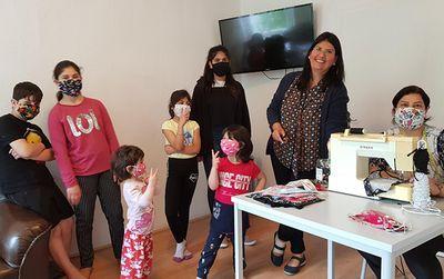 Samo.fa Ehrenamtliche näht 100 Masken für geflüchtete Schüler*innen