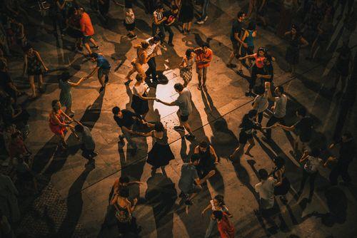 Salsa-Tanzkurse von Salsa Motion / 19 Uhr Anfänger, 20 Uhr Mittelstufe II, 21 Uhr Fortgeschrittene (wöchentlich)